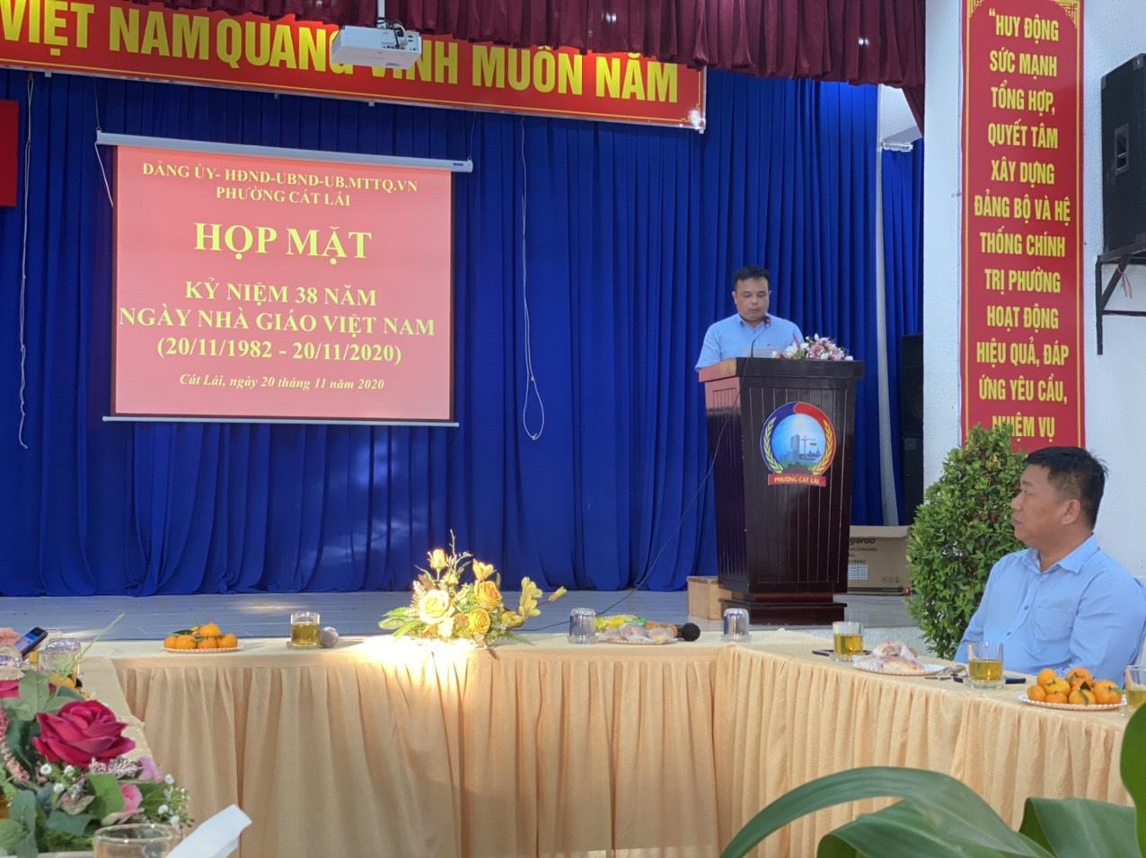 Đồng chí Lê Long Hồng - ĐUV, Phó Chủ tịch UBND phường ôn truyền thống kỷ niệm 38 năm ngày nhà giáo Việt Nam 20/11